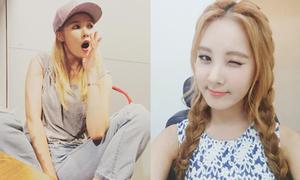 Sao Hàn 25/7: Hyun Ah ngồi dạng chân men lỳ, Seo Hyun tết tóc xì tin