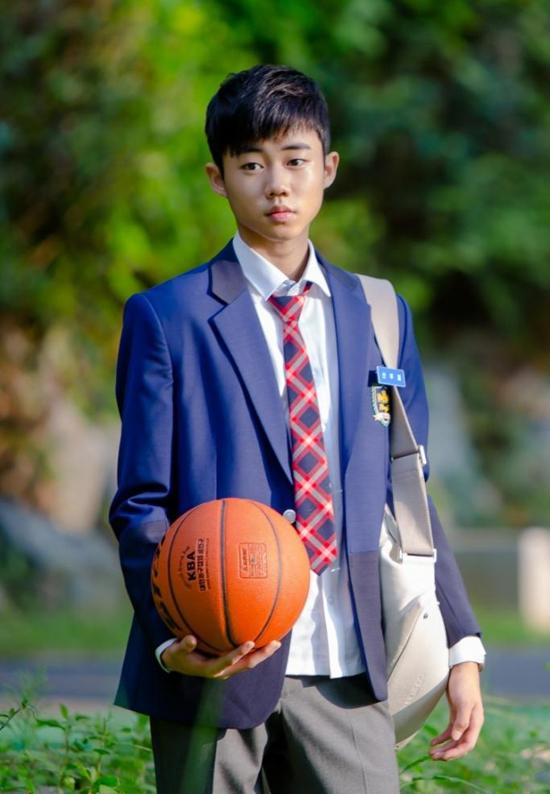 Park Ji Bin từng là một diễn viên nhí đầy triển vọng của màn ảnh Hàn, từng tham gia các bộ phim như Lee San, Queen Seonduk (Nữ hoàng Seon Duk), Boys Over Flowers (Vườn sao Băng