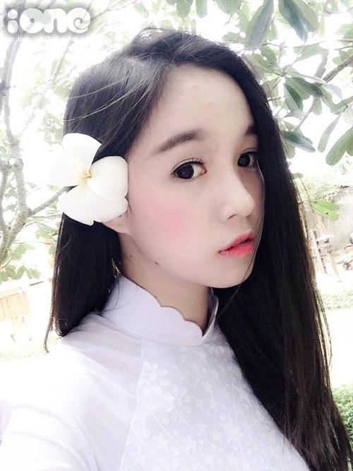 Mình là Lê Chi, mình sinh năm 1998, năm nay mình 17 tuổi.
