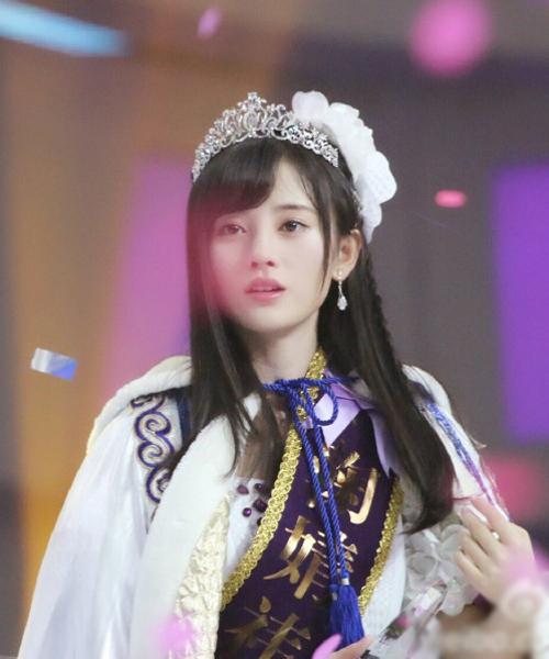"""Cúc Tịnh Y (Ju Jing Yi), 20 tuổi, từng gây sốt trên mạng xã hội Nhật Bản và Trung Quốc với biệt danh """"mỹ nữ 4.000 năm có một"""", đứng vị trí thứ hai với 64.785 phiếu bầu."""