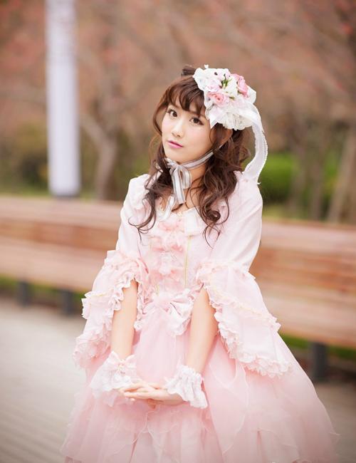 Lý Nghệ Đồng có hơn 336.000 người theo dõi trên trang cá nhân. Cô nàng thích đăng ảnh tự sướng nhí nhố và ảnh cosplay cho fan thưởng thức.