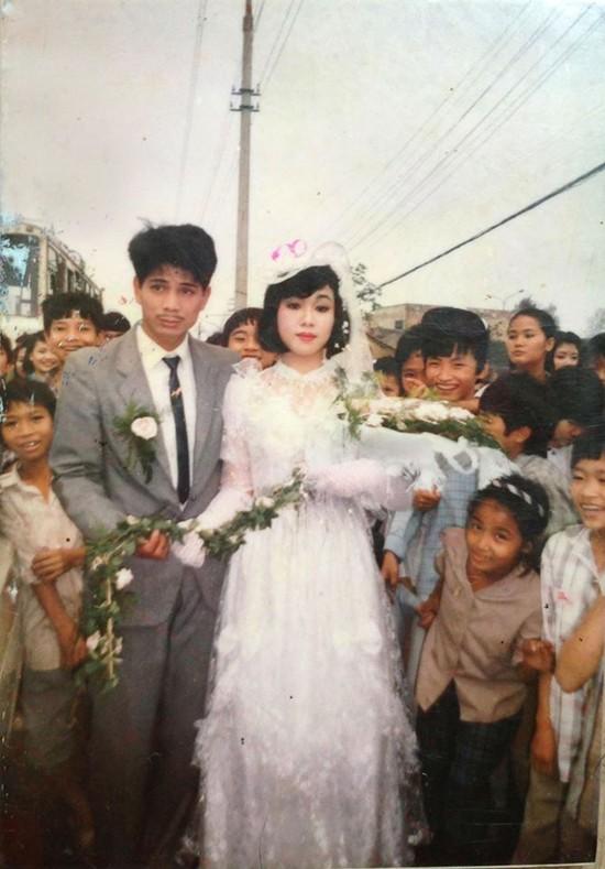 Xuất phát từ một tấm ảnh đám cưới cách đây nhiều thập niên được chia sẻ rần rần, nhiều teen cũng háo hức đăng ảnh đám cưới ngày xưa của