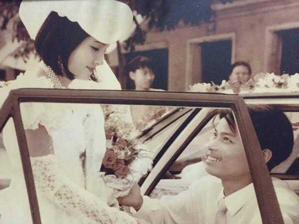 Đám cưới thời ảnh trắng - đen của bố mẹ bạn Hoàng Dương. Góc ảnh chụp nghệ thuật