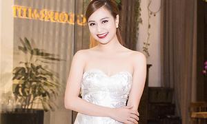 Hoàng Thùy Linh khoe vai nõn nà gặp sao 'Cô dâu 8 tuổi'