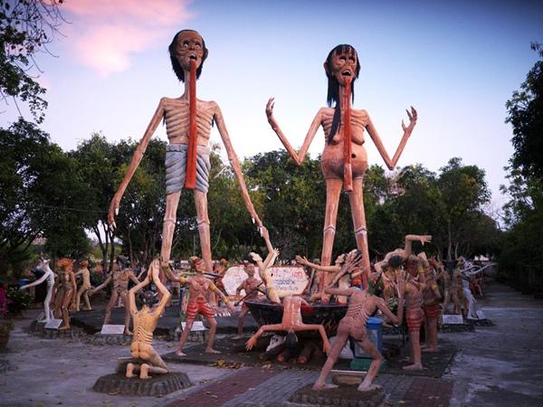 Khu vườn địa ngục: Khu vườn Wang Saen Suk ở Thái Lan được xây như một địa ngục trần gian, với các cảnh tượng mô phỏng sự trừng phạt kẻ ác, người xấu sau khi qua đời.