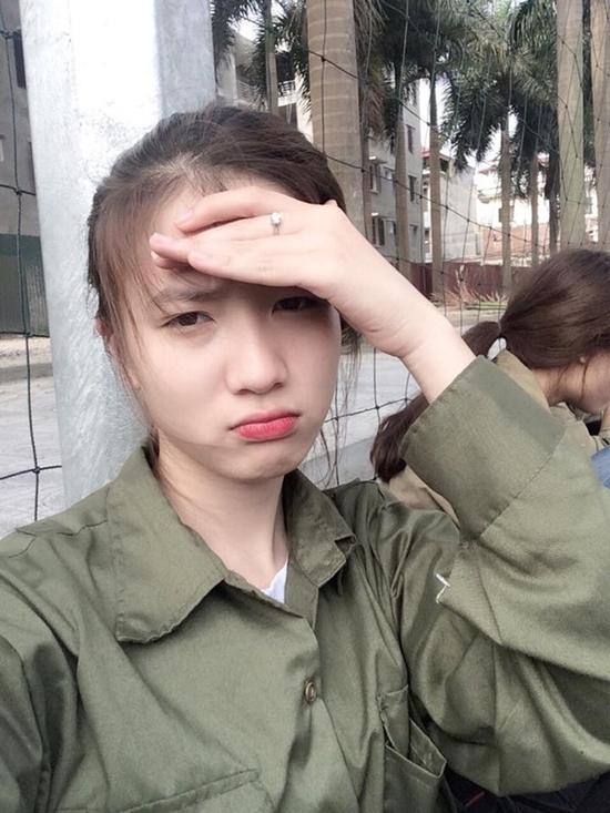 hot-girl-Viet-hoc-quan-su-1.jpg