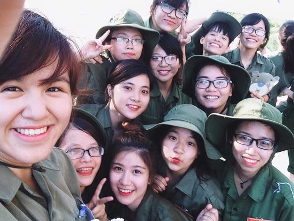 hot-girl-Viet-hoc-quan-su-2.jpg