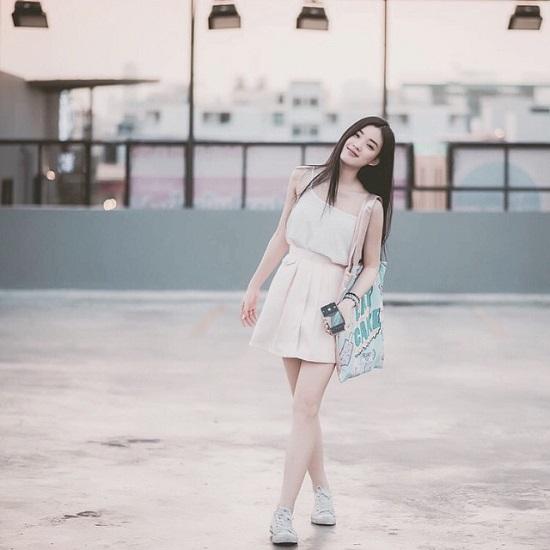 Pang mê tít các kiểu váy ngắn, quần shorts& để tôn lên đôi chân thon dài.