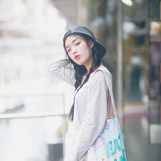 Thuộc hàng hot girl mới nổi ở Thái Lan, Pang được cho là có nhiều nét tương đồng cả về ngoại hình lẫn phong cách với hot girl đình đám Pimtha.