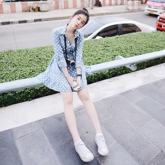 Với tính cách đơn giản, cô nàng thường chọn những phong cách nhẹ nhàng cùng giá cả phải chăng ở các quầy hàng trong chợ Jatujak.