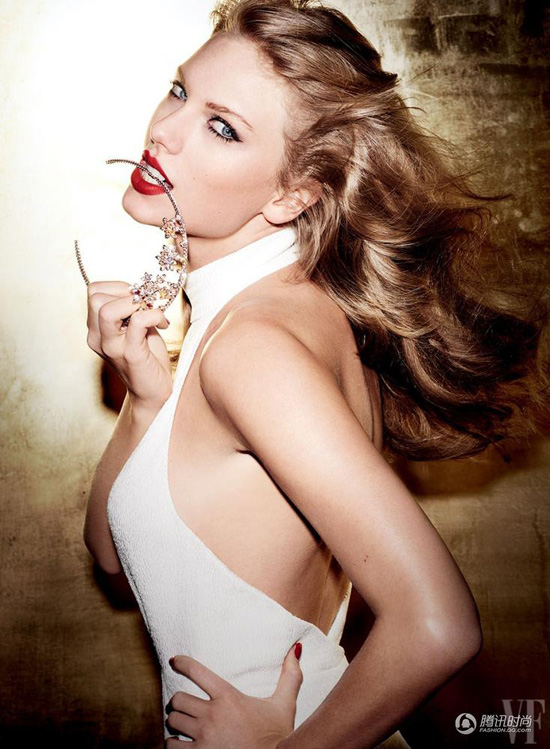 taylor-swift-gia-chat-khoe-dui-3787-2206
