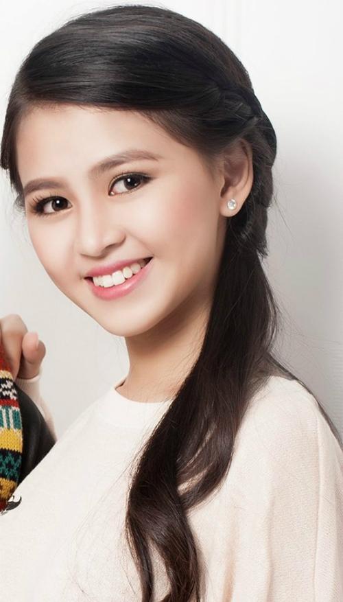 Nguyễn Thị Mỹ Ngân 19 tuổi.  Là sinh viên năm nhất Khoa Đông phương học trường Khoa học xã hội và nhân văn.