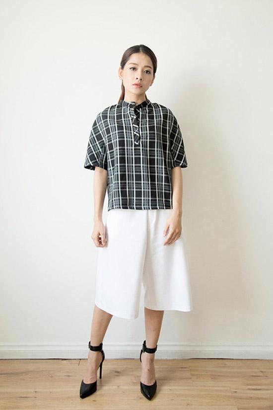Đầu hè, nhưng kiểu quần này đã xuất hiện tràn trên đường phố với nhiều mẫu mã đa dạng được kết hợp với nhiều trang phục khác nhau: khi tinh tế với sơ mi, khi lại năng động với các kiểu áo thun, có lúc lại sexy với áo hai dây.