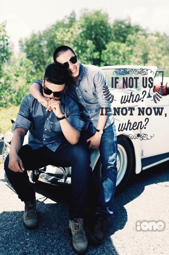 """Nhắn gửi đến cộng đồng LGBT về chuyện công khai bản thân, cả hai chia sẻ: """"Hãy mạnh dạn sống và yêu một cách chân thành."""