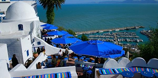 Thị trấn Sidi Bou Said, Tunisia ở Bắc Phi được đánh giá là thiên đường nghỉ dưỡng với những tòa nhà sơn trắng nằm sát bãi biển.
