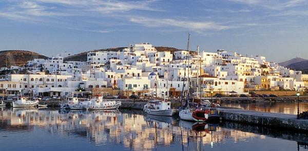 Paros, Hy Lạp là hòn đảo thần tiên, nơi bạn có thể nhìn thấu đáy biển qua làn nước.