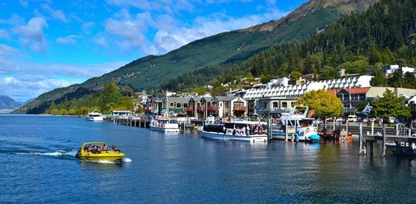 Queenstown, New Zealand hội tủ vẻ đẹp của trời - non - nước, xứng đáng để bạn trải nghiệm một mùa hè đầy sôi động.
