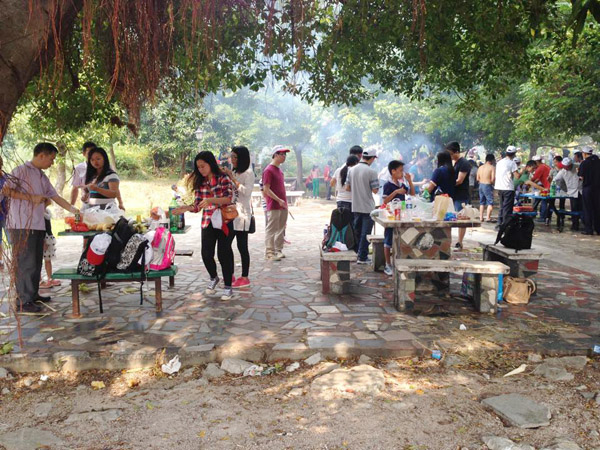 Có cộng đồng du học sinh Việt Nam ở thành phố nên mỗi dịp lễ tết chúng tớ thường tổ chức những hoạt động ngoại khóa như đi tham quan, tổ chức thi nấu ăn, văn nghệ&