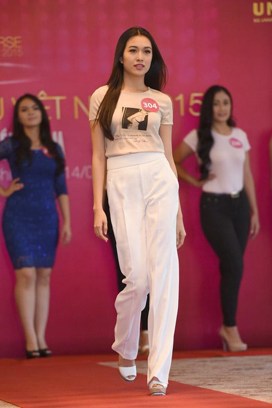 Từng đăng quang một cuộc thi tìm kiếm người mẫu, Lệ Hằng nhanh chóng thu hút sự chú ý ngay từ vòng sơ tuyển phía Nam của Hoa hậu Hoàn vũ Việt Nam 2015. Bên cạnh kỹ năng trình diễn uyển chuyển, chính bản lĩnh tự tin, thần thái chuyên nghiệp là lợi thế của Lệ Hằng trong hành trình chinh phục vương miện.