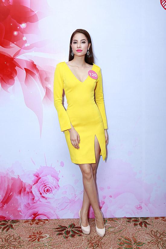 Người đẹp cao 1,76m tham gia Hoa hậu Hoàn vũ Việt Nam 2015 để thoả mãn đam mê chinh phục các cuộc thi nhan sắc và quan trọng hơn là nỗ lực giành ngôi vị cao nhất. Phương châm sống của cô là không ngừng đam mê và quyết tâm cố gắng thực hiện.