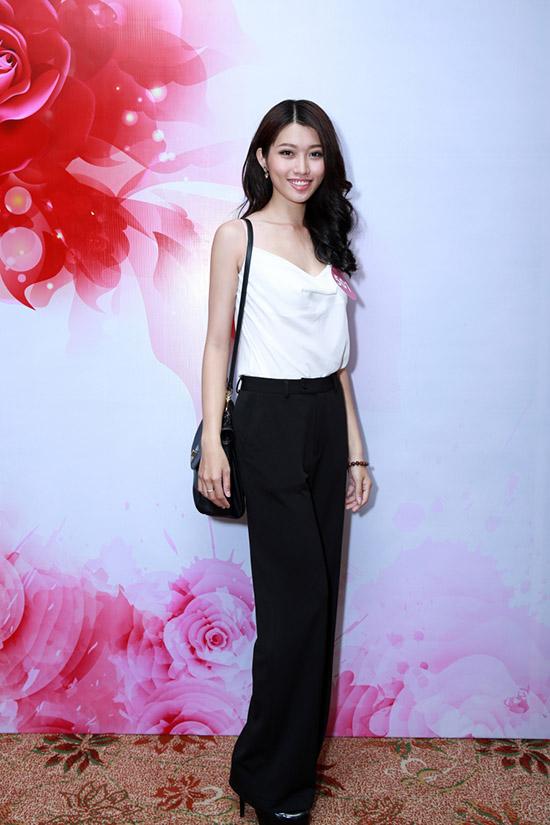 Quỳnh Châu hiện theo học trường Đại học Tài chính Marketing và tham gia lĩnh vực người mẫu. Đến với cuộc thi Hoa hậu Hoàn vũ Việt Nam 2015 và cũng là lần đầu tiên tham gia một cuộc thi nhan sắc, Quỳnh Châu muốn  thể hiện vẻ đẹp hình thể cùng sự năng động, hiện đại.