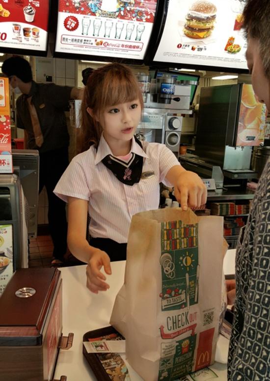 Wei được khen là có tác phong làm việc thân thiện và chuyên nghiệp.