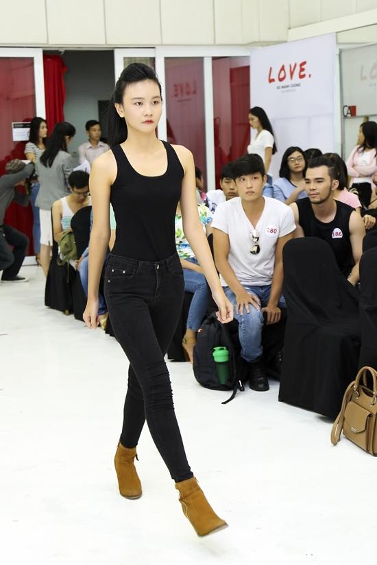 Chân dài 14 tuổi Mẫn Nhi đã từng được lựa chọn và tham gia nhiều show diễn như Twins của Đỗ Mạnh Cường, Đẹp Fashion Runway,... và được đánh giá rất cao về khả năng trình diễn và sự chuyên nghiệp.
