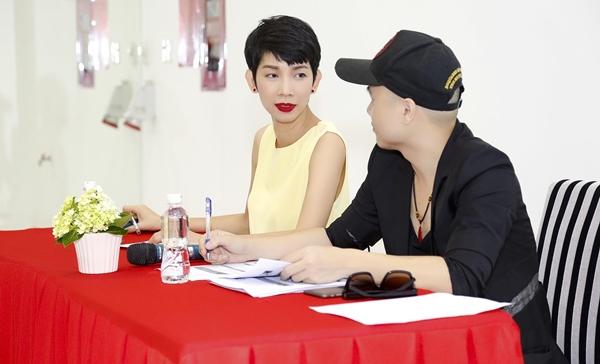 Đồng hành cùng người bạn thân lâu năm, siêu mẫu Xuân Lan cũng tham gia trong show diễn với vai trò đạo diễn catwalk