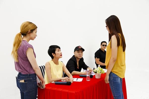 Nhiều bạn trẻ là người mẫu tự do hào hứng đến buổi casting để thử sức và tìm kiếm cơ hội tỏa sáng.