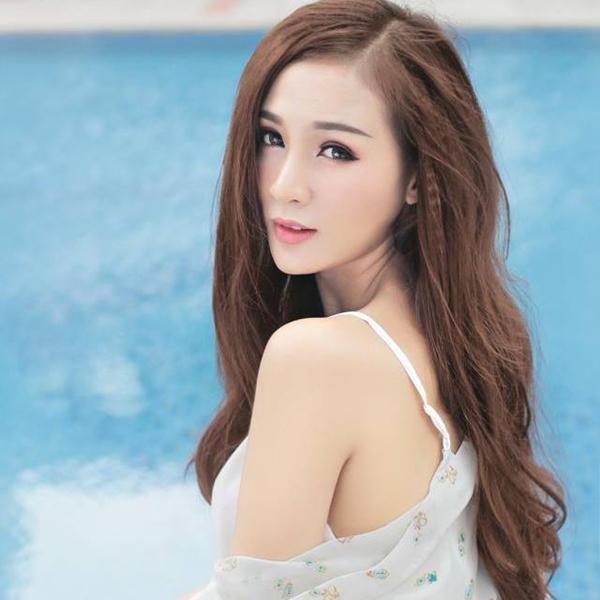 Kelly Tú Anh là một trong những hot girl đời đầu trong cộng đồng teen Việt kể từ Miss Teen 2008. Cô nàng bắt đầu con đường nghệ thuật với vai trò làm mẫu ảnh.