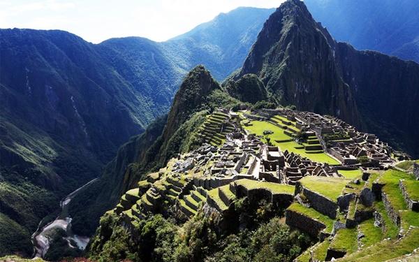 Nằm ở độ cao 2.350 mét tại Peru, thành phố bị lãng quên Machu Picchu vẫn giữ được hiện trạng tốt nhất của người Inca còn sót đến ngày nay. Ở độ cao như thế này cộng với địa hình thung lũng hiểm trở xung quanh, lại không được ai nhắc đến cho nên mãi đến năm 1911 người hiện đại mới biết đến công trình này.