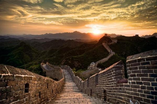 Vạn Lý Trường Thành Vạn Lý Trường Thành (chữ Hán giản thể: 万里长城; phồn thể: 萬里長城; Bính âm: Wànlĭ Chángchéng; Tiếng Anh: Great Wall of China; có nghĩa là