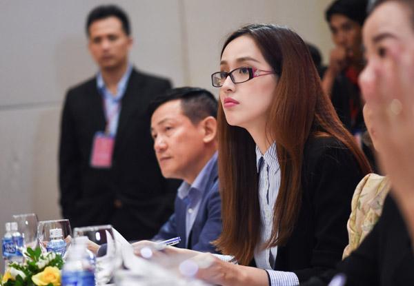 mai-phuong-thuy-lam-giam-khao-9395-3322-