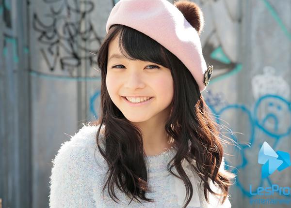 Rinka Kumada sinh ngày 23/2/2001 ở Tokyo, từng sống 6 năm thời thơ ấu ở Lyon (Pháp)   sau đó trở về Nhật để đi học. Cô bạn đang học cấp hai ở Tokyo.