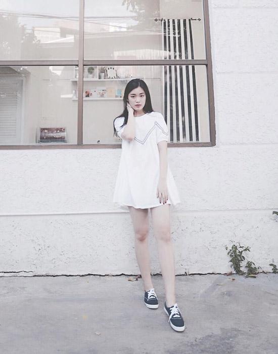 . Sở hữu đôi chân thon dài cộng thêm thời tiết nóng bức tại Thái Lan nên co nàng hot girl Pang Nattha rất mê diện váy ngắn, quần shorts&