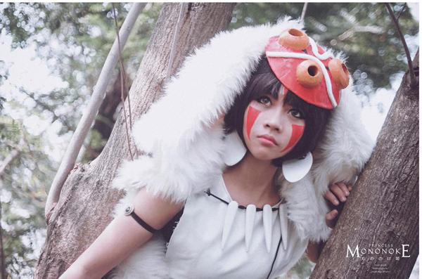 Mình tham gia vào cosplay được khoảng 3 năm nhưng nhân vật mình ưng ý nhất vẫn là công chúa Sói Mononoke, lúc đi lễ hội Akita 2014, rất nhiều cố chú lớn tuổi nhận ra nhân vật và xin chụp ảnh cùng, có chú còn khen giống lắm cháu ạ.Cảm giác hạnh phúc lúc ấy chỉ muốn nhảy lên mây ở, may mà cô bạn bên cạnh bên cạnh khều khều tay cho mình bớt đứng ngơ ngơ ra để nói cám ơn chú ấy:).