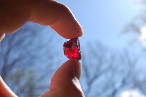Một viên đá ruby khá lớn được du khách tìm thấy.