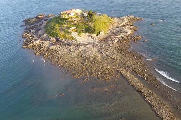 Vẻ lẻ loi của đảo Bà khiến khu vực này đang được nhiều bạn trẻ muốn khám phá khi đến Vũng Tàu.