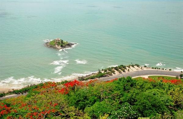Đến Vũng Tàu, bạn có thể bỏ qua đảo Bà vì nghĩ rằng nơi đây chẳng có gì đặc biệt. Tuy nhiên, nơi đây khiến không ít du khách tò mò bởi hiện tượng biển rẽ đường