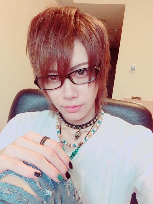 Root là người mẫu ảnh cho hàng loạt tạp chí nổi tiếng như KERA, BOKU, Gothic & Lolita Bible, as well as mens fashion magazine Mens Spider