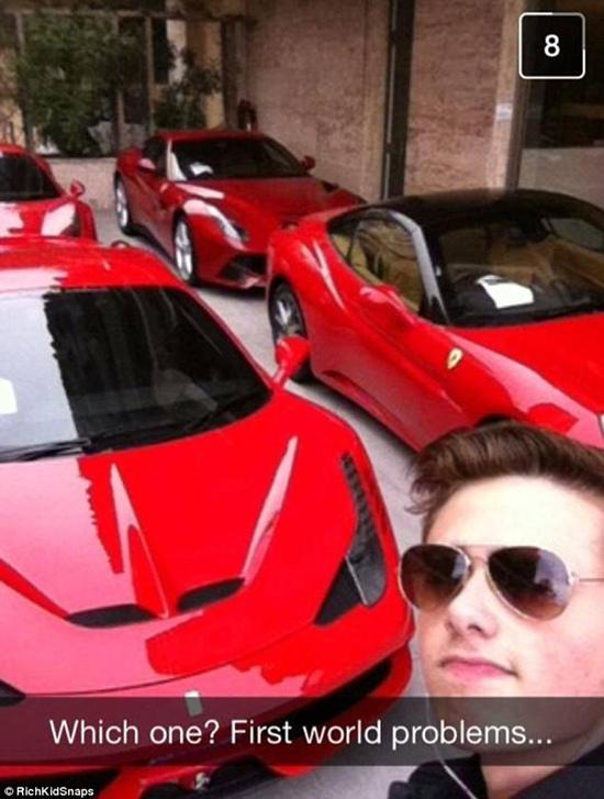Một thiếu gia phân vân không biết nên đi học bằng chiếc Ferraris nào.