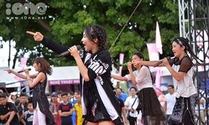 Nhóm nhạc nữ Nhật Bản nhảy cực sung với teen Đà Nẵng