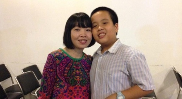 Đỗ Nhật Nam và mẹ. Ảnh: FB.