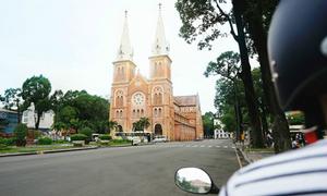 Góc nhìn Sài Gòn 'sau bờ vai'