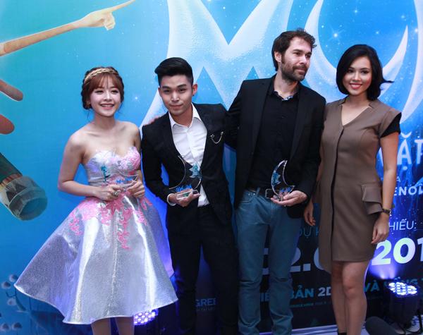 Đáng chú ý nhất vẫn là nhân vật xuất hiện cùng Chi Pu không phải là Gil Lê như mọi khi mà là nam ca sĩ Jun (nhóm 365) - người cùng cô lồng tiếng cho bộ phim hoạt hình này.