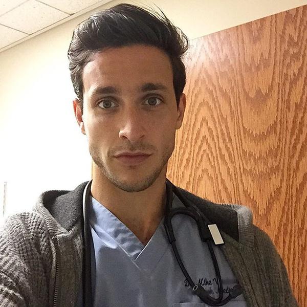"""Mike hiện là bác sĩ nội trú năm thứ 2 ở New York. Trên trang cá nhân của mình, anh mô tả mình là người thích khám phá cuộc sống và là một chàng trai """"cùng với chú chó của mình chống lại thế giới""""."""