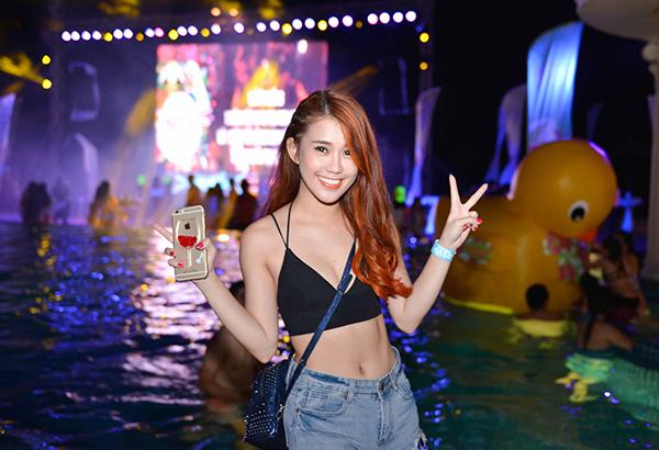 tiec-bien-pool-party-1-9844-1441097302.j