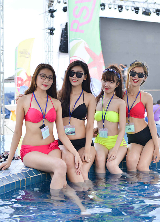 tiec-bien-pool-party-13-2106-1441097304.