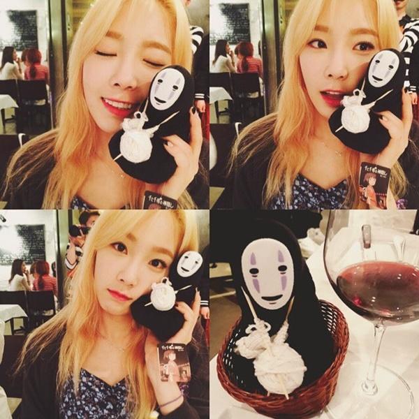 taeyeon-yoona-gift-3306-1441164650.jpg