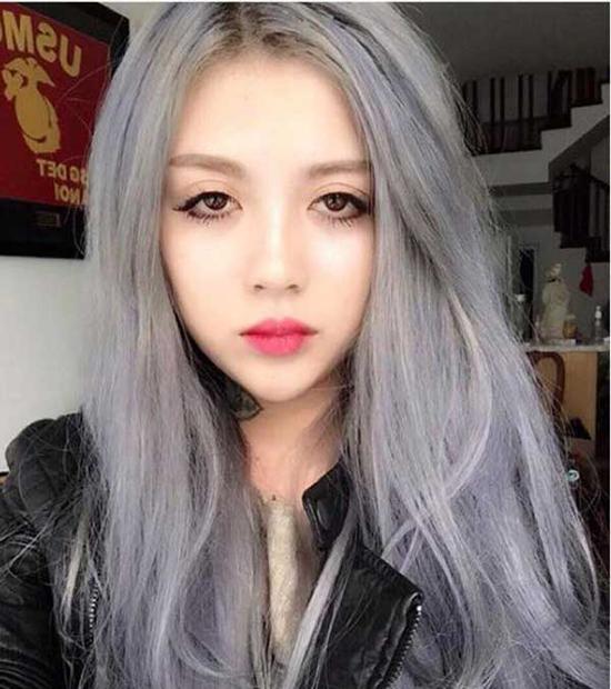 """""""Lee Zin là một cô bé đúng như những gì các bạn trên mạng chia sẻ: cá tính, phong cách và có những hình xăm tuyệt đẹp, một gương mặt đẹp chuẩn cho từng kiểu tóc. Nhưng thời gian gần đây bạn ấy không thiên về tóc ngắn cá tính như những năm trước mà thay vào đó là những bộ tóc dài có phần nữ tính hơn nhưng vẫn không vì thế mà mất đi cá tính. Những màu nhuộm thời trang, các tông màu được các sao trên thế giới ưa chuộng đều được anh và bạn ấy chọn để thử nhuộm lần lượt. Màu 7 sắc cầu vồng bạn ấy cũng đã làm qua rồi""""."""